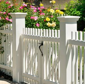 white vinyl yard fencing